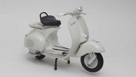 Vespa 150 1956, scale 1:18 in Off-White by Maisto, miniature scale model scooter, available online in India.