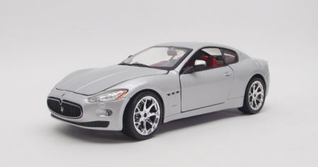 Gran Turismo, scale 1:24 in Silver by Bburago, diecast scale model
