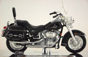 FLSTC Heritage Softail Classic 2000, Harley Davidson, scale 1:18 in Black by Maisto, miniature diecast scale model bike