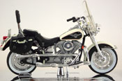 FLSTN Heritage Softail Nostalgia 1993- Harley Davidson, scale 1:18 in White-Black by Maisto, miniature diecast scale model bike