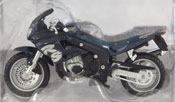 Triumph 955i, scale 1:18 in Blue by Maisto, miniature diecast scale model bike